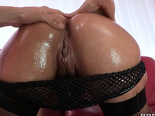 Liza Del Sierra teases her agreeable french buns which just goes to show the French have the almost all excellent anal treats on the globe. Erik stops in with some oil and gets her butt all wet previous to plunging his hard dick unfathomable inside. Liza finishes with the almost all good treat of all: an anal creampie!